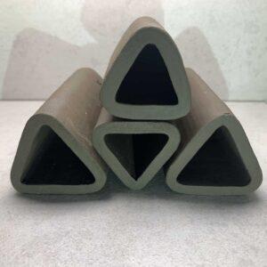 Grota gliniana dla zbrojników wejście trójkątne